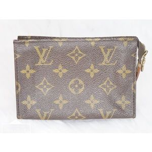 •Authentic LV Poche Toilette 15•